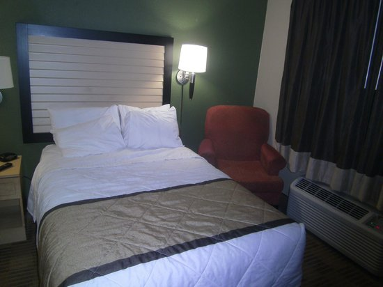Extended Stay America - Minneapolis - Brooklyn Center : One of the beds and chair.