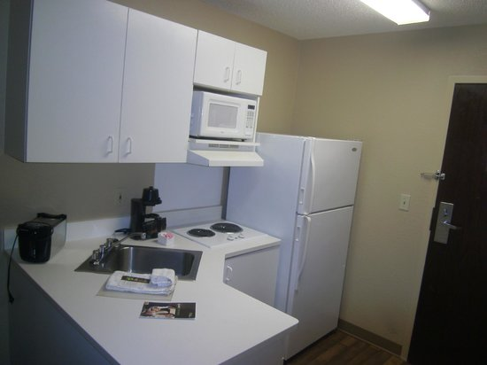 Extended Stay America - Minneapolis - Brooklyn Center : Kitchenette