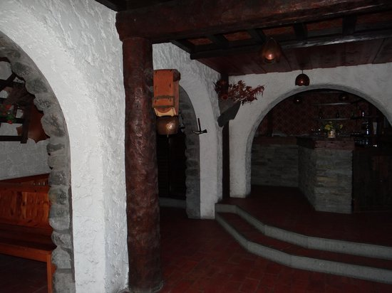 Hotel le Malgovert : part of dining area