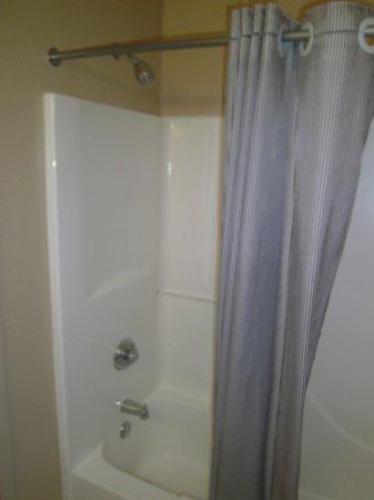 Extended Stay America - Minneapolis - Brooklyn Center: Shower