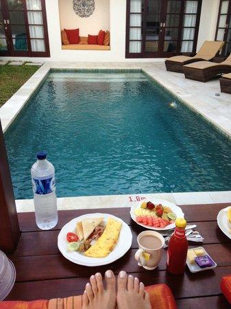 Destiny Villas: breakfast delivered to room