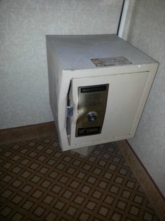 Days Inn Ann Arbor: Creepy safe