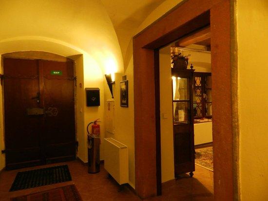Hotel Waldstein: холл отеля