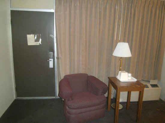 Days Inn Dubuque: one view of the room.