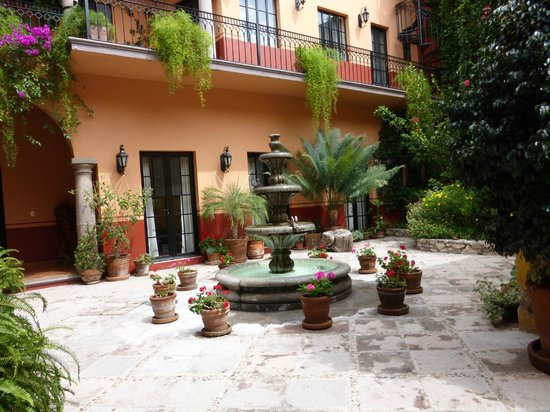 Antigua Capilla Bed and Breakfast: Beautiful Courtyard