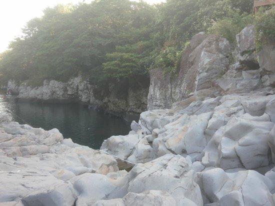 Soesokkak Estuary: stone arch