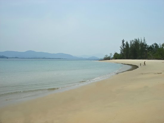 Koh Ra Ecolodge: Beach