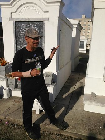 Big Easy Bike Tours : Bob and a tour of an above ground cemetary