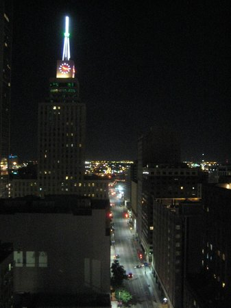 Magnolia Hotel Dallas Downtown : view from suite