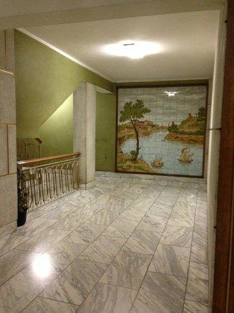 Star of Rome : холл входа в жилой дом, где находится отель