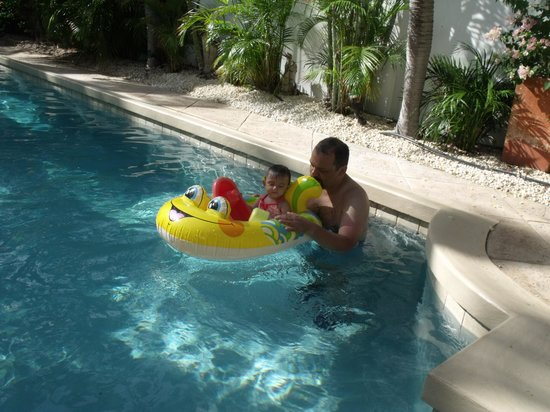 Paradera Park Aruba: Enjoing the pool...