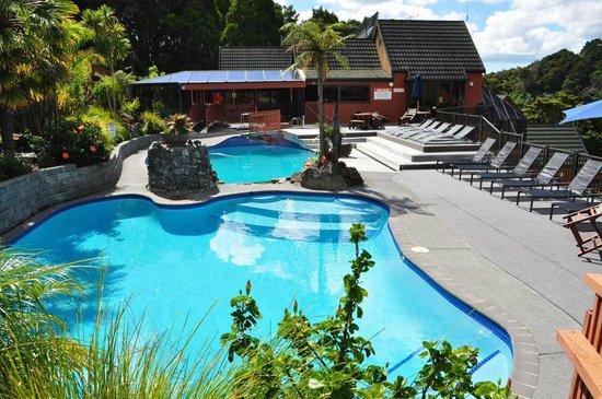 Club Paihia: Pools & lounge