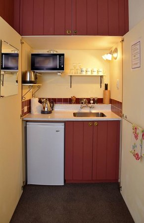 Historic Sennen House Boutique Accommodation: Queen Charlotte Studio Kitchenette