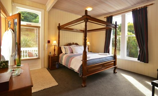 Historic Sennen House Boutique Accommodation: Queen Charlotte Studio Bed