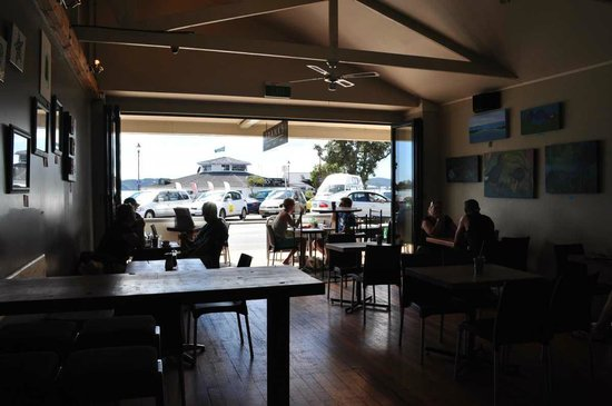 Franks Pizza Bar & Cafe: Looking out to the Bay