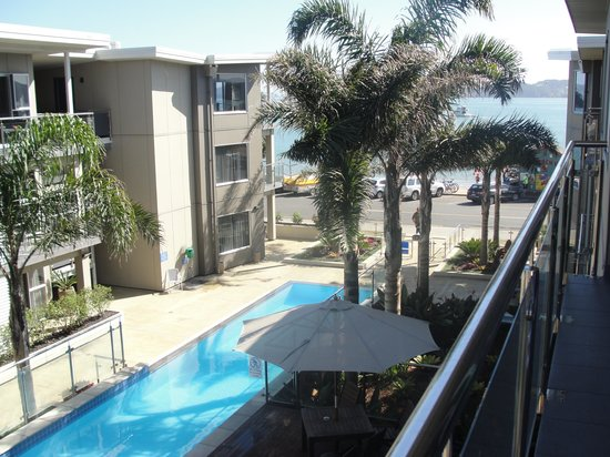 Edgewater Palms Apartments: Standing on the spacious deck overlooking the pool