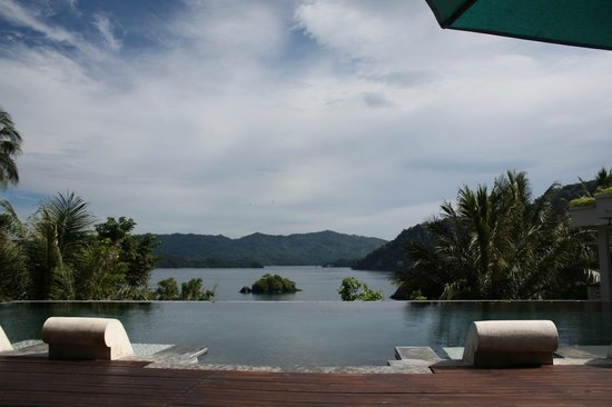 เล็มเบห์ ฮิลล์ รีสอร์ท: The pool view