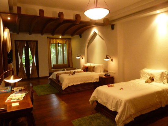 Royal Muang Samui Villas : Large suite room
