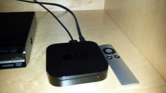 Hotel Dauphin Montreal Downtown: Apple tv...good for streaming YouTube, has microUsb port