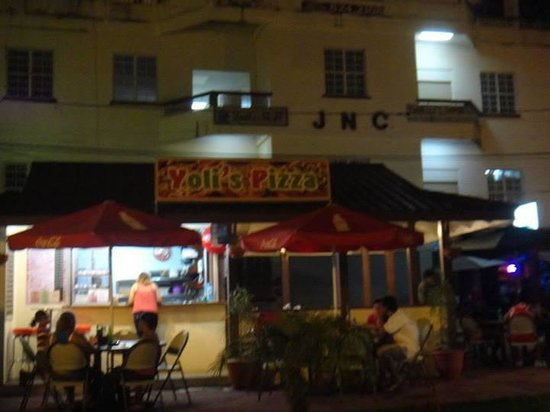 Yoli's Pizza: Yoli's at the Cayo Welcome Center