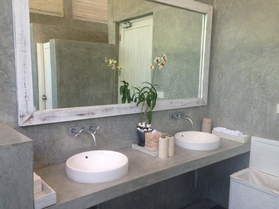 Four Seasons Resort Maldives at Landaa Giraavaru: Public bathroom