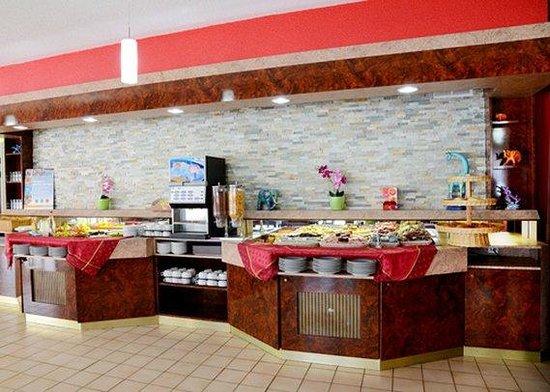 Comfort Hotel Chelles Marne-La-Vallee: breakfast area