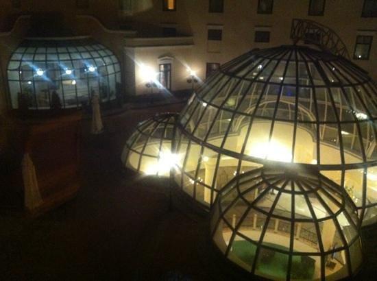 Pelican Hotel: le cupole di notte