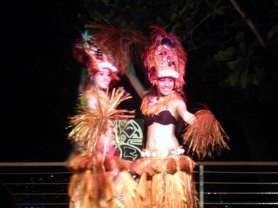 Hilton Guam Resort & Spa: フラダンスのショーは、衣装替えもあり綺麗です。