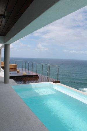 Head Over Hills: Pool deck
