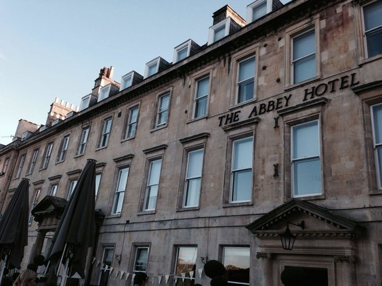 The Abbey Hotel: 一泊で利用。観光には便利な位置、階層がやや複雑かも。
