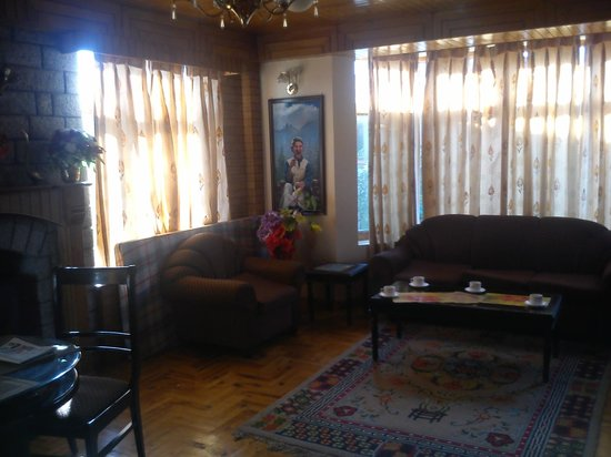 SilverBirch Manali Cottage : Living seating area