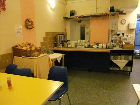 Westend City Hostel: Breakfast room