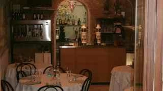 San Francesco e Il Lupo: One of dining areas with bar