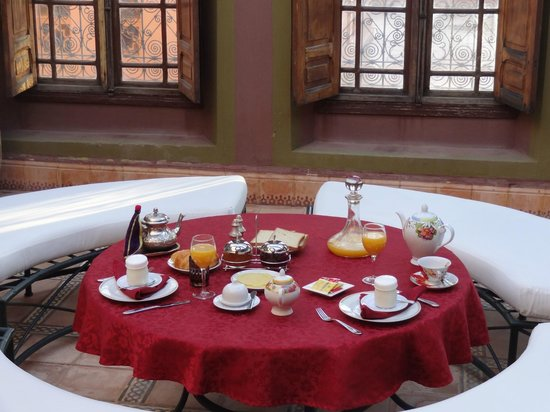 Dar Ayniwen Villa Hotel: Breakfast in our room