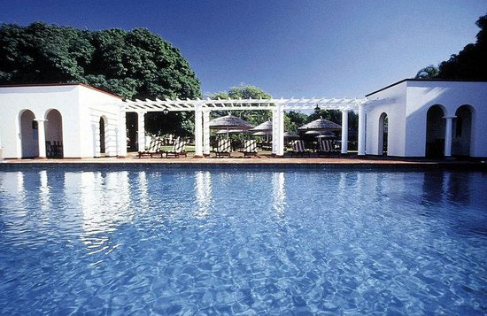 The Victoria Falls Hotel: Pool View