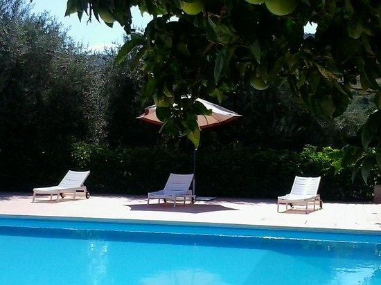 Il Sole e la Margherita: piscina solarium
