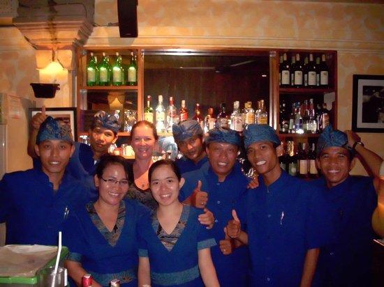 Un's Restaurant: ein Teil der hervorragenden Un's Crew