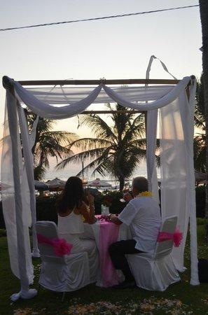 Bali Mandira Beach Resort & Spa: Romantic dinner at Parasol Garden