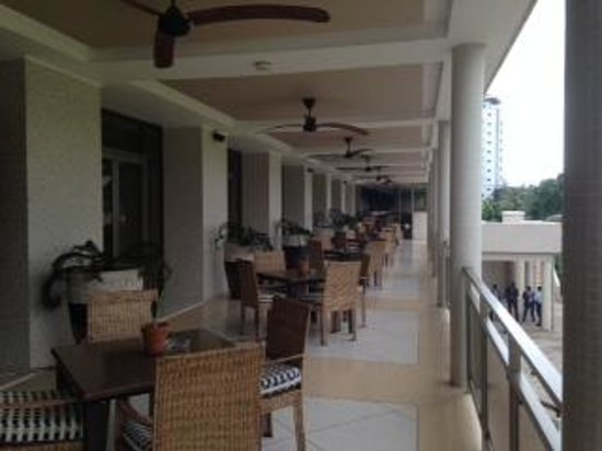 The Federal Palace Hotel : Patio overlooking the gardens
