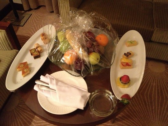 Holiday Inn Riyadh - Al Qasr : complimentary sweets brought in the afternoon by the staff on day 2.