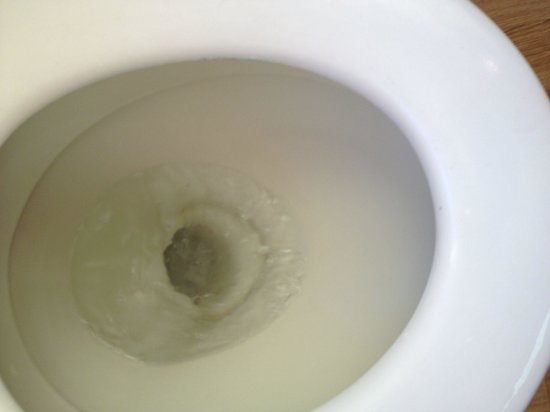 Broadway Hotel: Toilets that backup