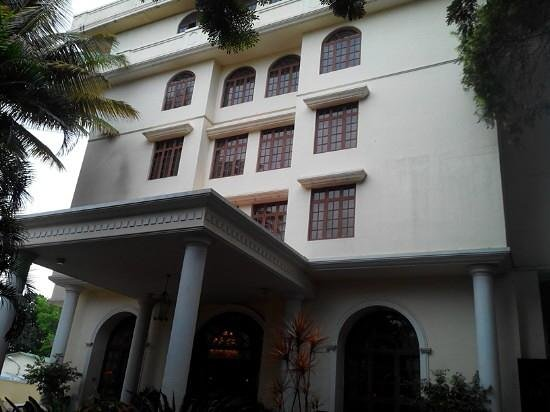The Grand Magrath: Hotel entrance