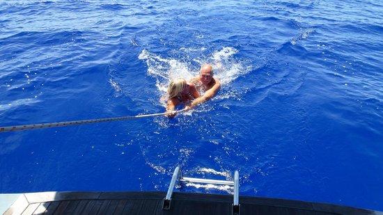 หมู่เกาะพิตแคร์น: 20 Oct. 23 degrees, 3 knots speed and 5000 m to the bottom.