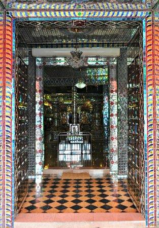 Arulmigu Sri Rajakaliamman Glass Temple: The entryway.
