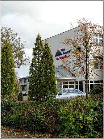 BEST WESTERN Hotel Bonneberg: Вид с парковки на отель