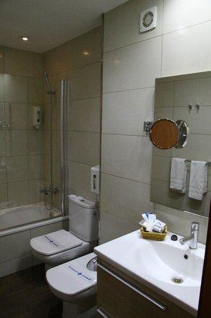 Hotel Acta Azul Barcelona: Ванная комната