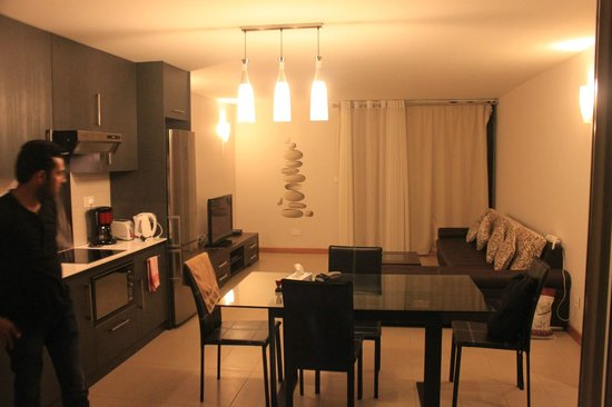 Belle Haven : Kitchen + Living Area