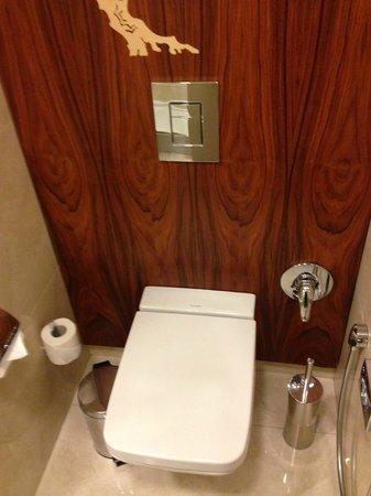 Crowne Plaza St. Petersburg - Ligovsky: туалет
