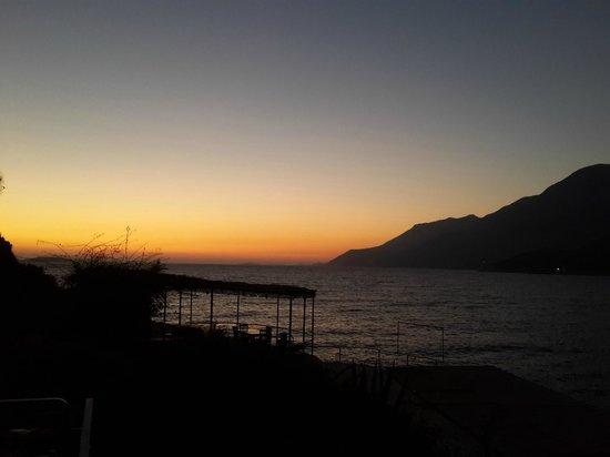 Korsan Ada Hotel : Gün batımı Manzarası