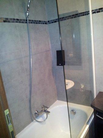 Hotel Suede: Bathroom